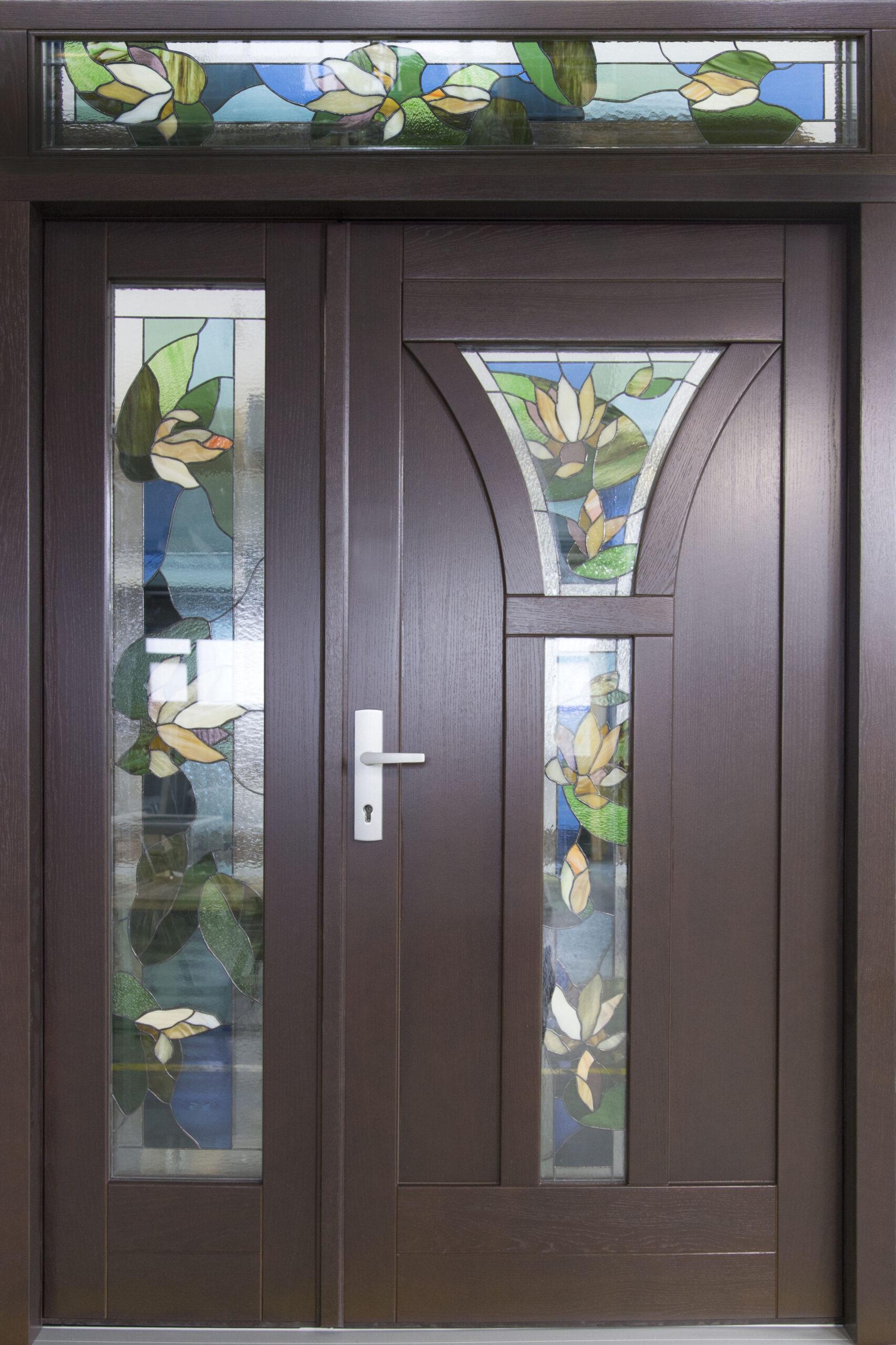 witraż w drzwiach zewnętrznych